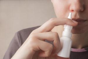 市販の点鼻薬、使いすぎが鼻づまりの原因に?!