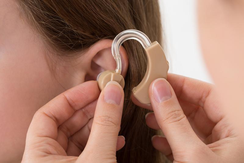 ★補聴器を使うと認知症を予防できるのか